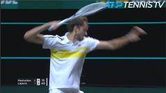 Medvedev podría tener el récord de golpear más fuerte la raqueta contra el suelo: aquí la prueba