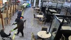 """Así comenzaba el atraco a punta de pistola en una estación de servicio: """"Si no os movéis..."""""""