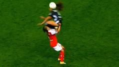 Salvaje rodillazo en la cara de Selma Bacha a Melissa Herrera: tarjeta roja