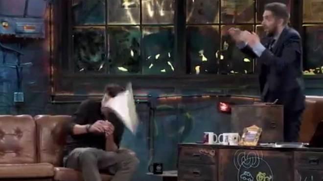 Piqué (o el nuevo Figo) vuelve a 'La Resistencia' y pregunta a Broncano si invitaría a Abascal