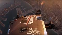 El 'hombre pájaro' sobrevuela Dubai a más de 240 kilómetros por hora
