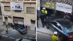 El dueño de un local 'okupado' estrella su vehículo contra los okupas para recuperarlo