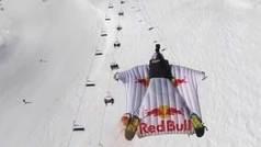Polémico Salto BASE sobrevolando un telesilla de una estación de esquí
