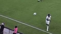 'Troleo' reprochable de un recogepelotas en pleno partido de la MLS