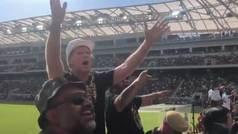 El actor Will Ferrell enciende a miles de ultras de la '3252' de Los Ángeles
