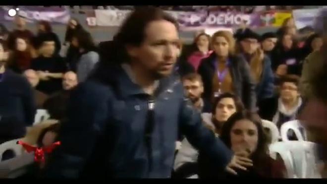 ¡Toma heteropatriarcado! Pablo Iglesias le pone la mano en la boca a Irene Montero para que se calle