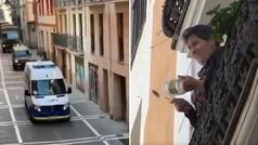 Los militares ponen el himno de España mientras les reciben con una cacerolada en Pamplona