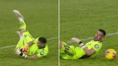 El extraño efecto que casi sonroja a Kiko Casilla: ¿qué hizo ese balón en sus manos?
