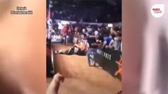 Espeluznante caída de La Parka en la Arena Coliseo Monterrey