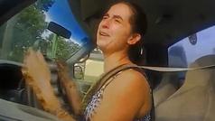 Persecución: una conductora se escapa de la Policía diciendo que se caga