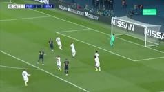 El golazo de volea de Bale con la derecha... anulado por mano previa