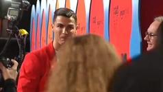 Cristiano Ronaldo deslumbra en la alfombra roja de los premios MTV