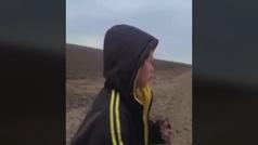 Desgarrador: encuentran deambulando a un niño en el desierto y pidiendo ayuda entre lágrimas