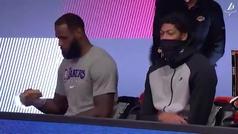 LeBron se come un sandwich durante un partido