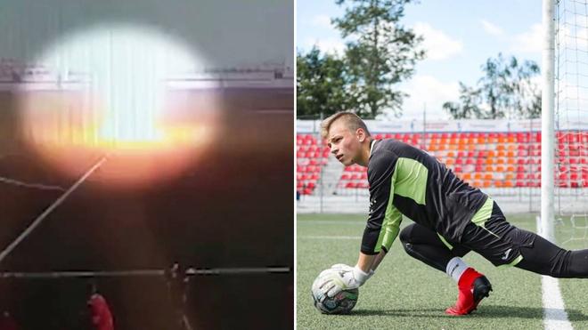 El momento en el que un futbolista es alcanzado por un rayo