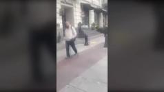 Un perro llora al reencontrarse con su amo tras pasar años en la calle