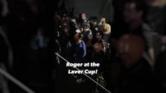 Federer reaparece con muletas en la Laver Cup
