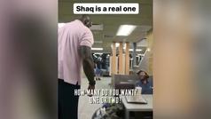 Shaquille O'Neal entró a un McDonalds e invitó a un sintecho a comer