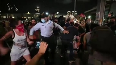Miles de israelíes protestan contra Netanyahu pese a las restricciones de movilidad