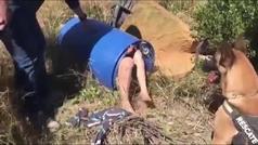 El impactante vídeo de la presunta parricida de Godella en el interior de un bidón
