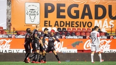 Los Xolos despedazan al Atlas en su debut en el Apertura 2020