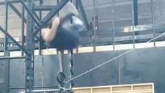 Accidente de un gimnasta en la barra fija: para haberse desnucado o partido la cabeza