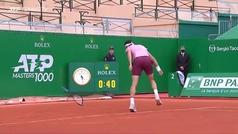 Dimitrov destroza su raqueta frustrado por la paliza de Nadal