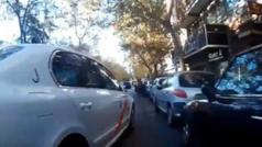 La odisea de alto riesgo de un ciclista circulando por las calles de Madrid: ¡vaya peligro!