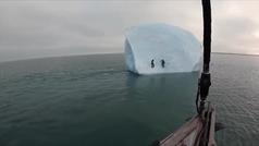 Alucinante: Un iceberg se hunde en el instante en que dos escaladores comenzaban su ascenso
