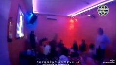 Precintado un karaoke de Sevilla