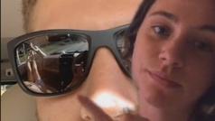 Descubre que su novio le está siendo infiel por el reflejo de sus gafas de sol: el vídeo que lo prue