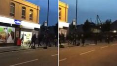¡Otra bochornosa pelea!: Los ultras del City y del Lyon se lían a palos en la puerta de un supermercado