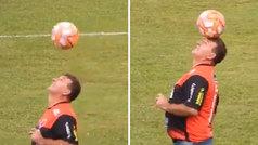 ¿Cuántos presidentes de fútbol podrían hacer esto? Alucina con este directivo 'freestyle' brasileño