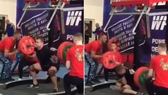 ¡Horror en la halterofilia! Un ruso se rompe las piernas cuando intentaba levantar 250 kg