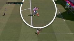 Abdoulaye Ba vio la primera roja de la Liga señalada por el VAR