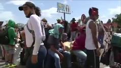 Miles de venezolanos esperan para poder regresar a su país en la frontera con Colombia