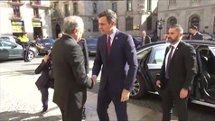 Torra recibe a Sánchez en el Palau Generalitat con la Guardia de Honor de los Mossos