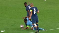 A Pepe casi se le cruza otra vez el cable: rodillazo a Sterling... ¿y pisotón en la mano?