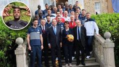 "Evra destapa episodios racistas en la selección francesa: ""Llegaban cajas de caca, nos llamaban mono"