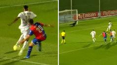 Rodrygo debuta con el Castilla, provoca un penalti más que dudoso... ¡y lo falla!