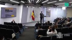 El comentario de Pedro Sánchez antes de su comparecencia cuando creía que no se le escuchaba