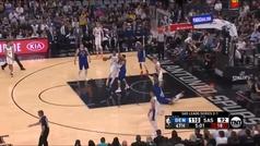 Una estrella de la NBA acaba expulsada... ¡por tirarle el balón al árbitro!