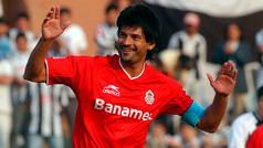 Cardozo recibe elogios de la gente en Toluca por su cumpleaños