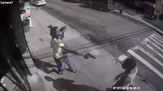 Impactante vídeo en el que disparan en el estómago a un ex jugador de fútbol americano