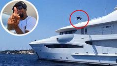 El 'balconing' marítimo de Kevin Prince Boateng: ¡salta por la borda de su yate desde 10 metros!