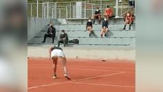 Putintseva se cabrea por perder un juego y lo paga con la raqueta