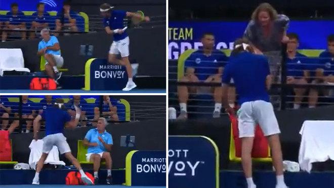 Se enojó y golpeó al padre con la raqueta