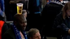 El genial aficionado del Schalke: cabeza bendecida y cerveza inmaculada
