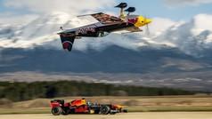 Brutal carrera entre un F1 y un avión al revés: da vértigo sólo verlo
