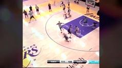 El triplazo más increíble de LeBron James para calentar la temporada